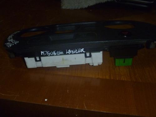 vendo mueble  de mitsubishi lancer año 1998