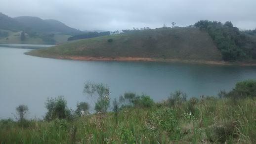 vendo na represa paraibuna 1.500 m2 ótimo para pesca e barco
