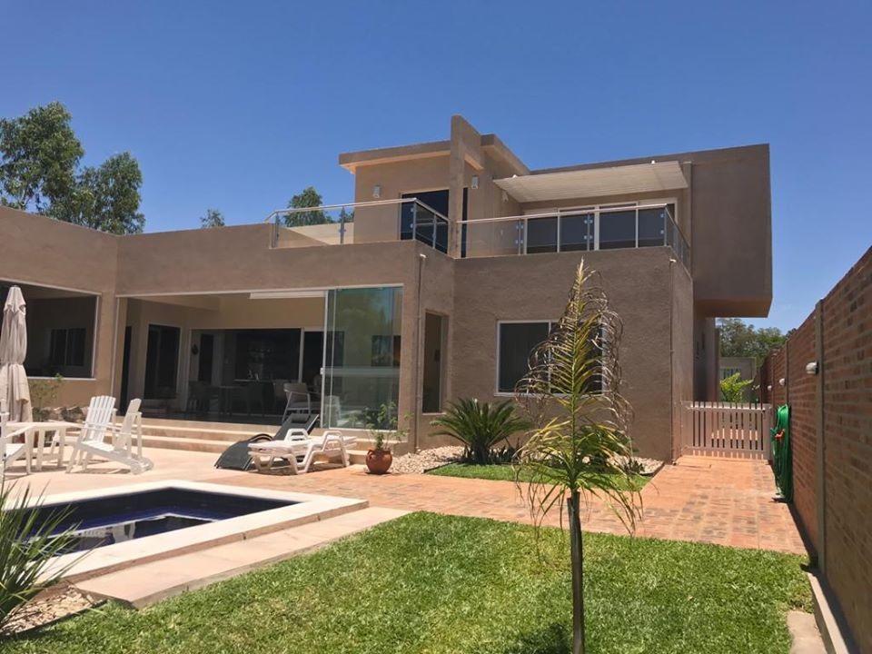 vendo o alquilo hermosa casa en barrio surubi'i cod 2703