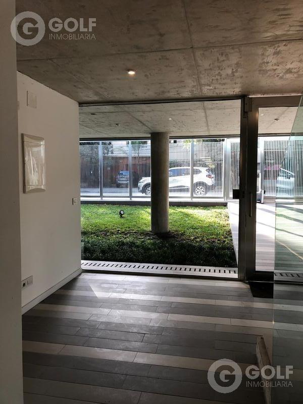 vendo o alquilo oficina de 150m2 con 2 garajes en edificio de categoría, entrada independiente, el golf