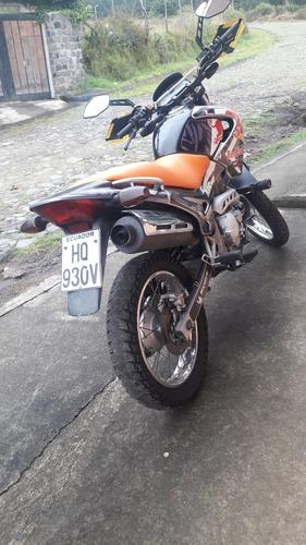vendo o cambio nissan pathfinder y moto honda falcon 400cc.