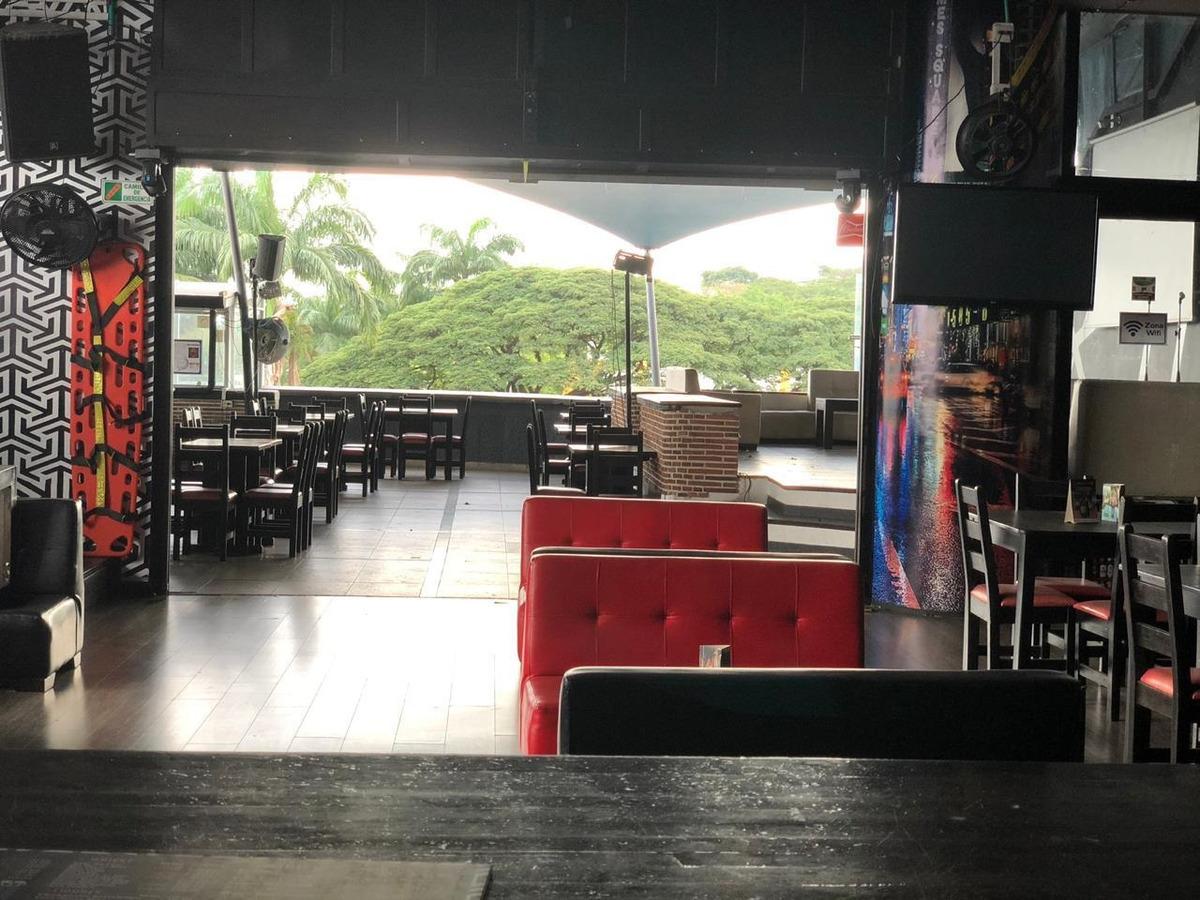 vendo ó permuto acreditado bar