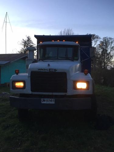 vendo o permuto camión mack