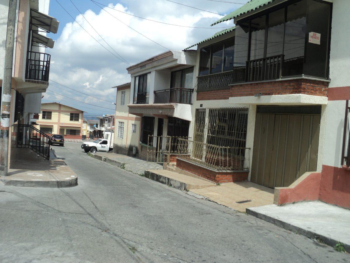 vendo o permuto casa dos plantas barrio la isabela