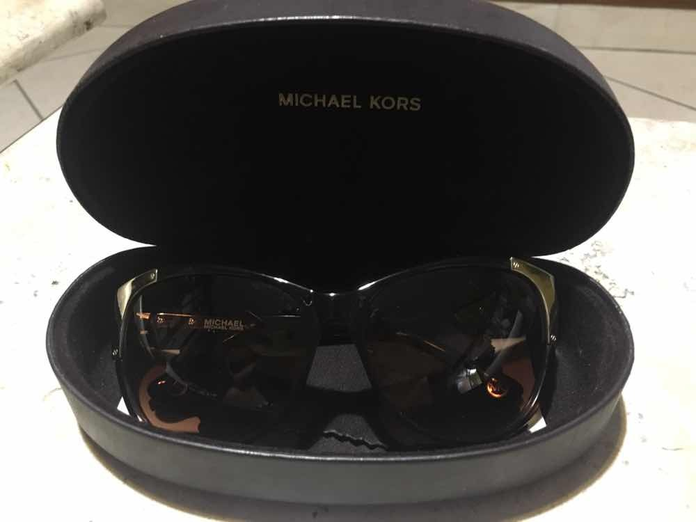 457a88a36 Vendo Óculos De Sol Michael Kors Original - R$ 380,00 em Mercado Livre