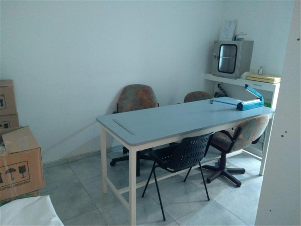vendo oficina 200 m 2 ppios  + salud + nva cba