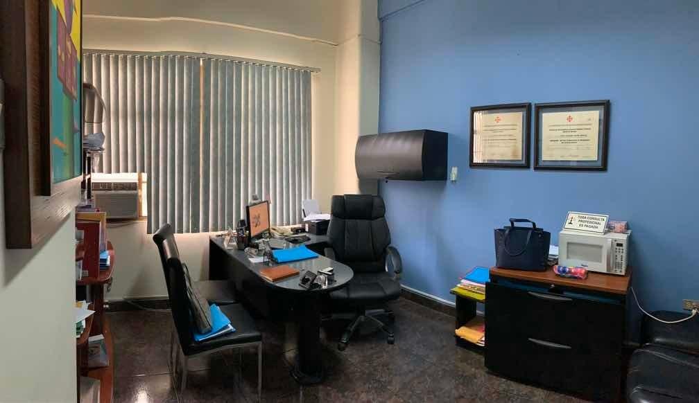 vendo oficina renovada centro bancario de guayaquil.