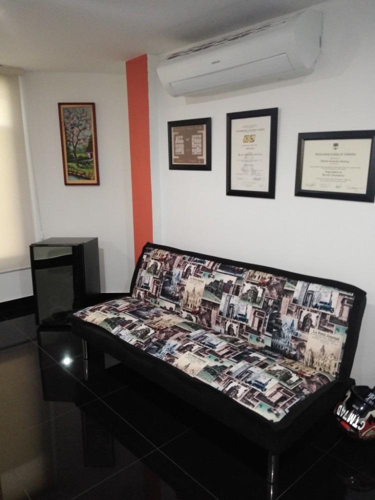 vendo oficina y/o apartaestudio con parqueadero centro