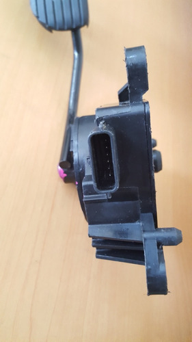 vendo pedal de aceleración de nissan note, caja del 2012