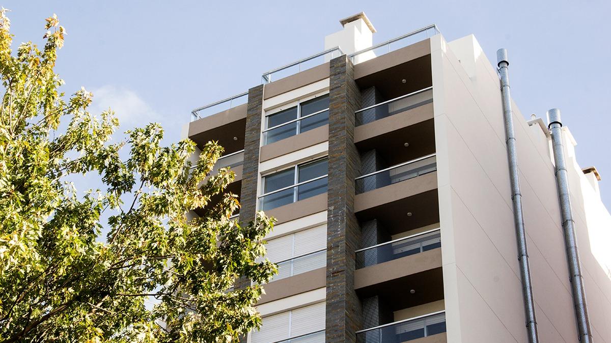 vendo penthouse de 1 dormitorio con terraza y parrillero
