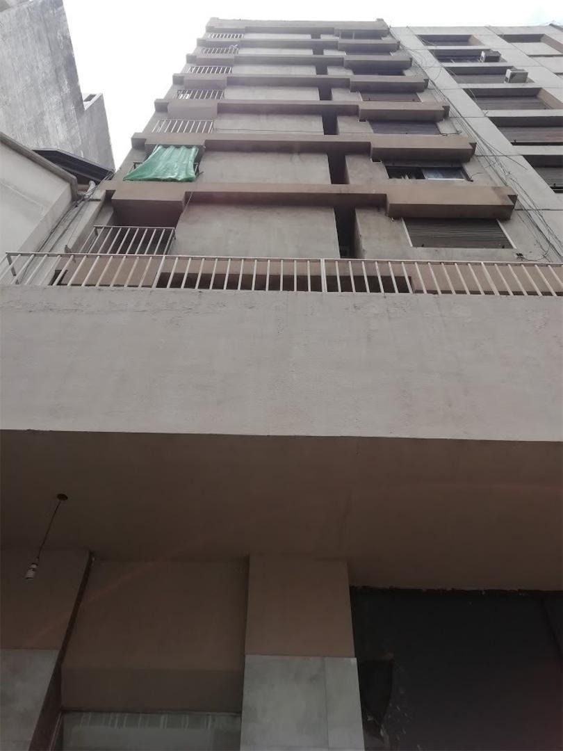 vendo piso de 2 dorm con escrit con terraza de 30 m2