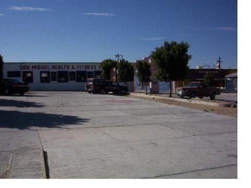 vendo plaza comercial o como terreno a 5 minutos centro
