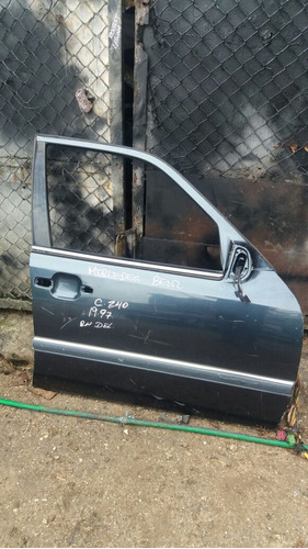 vendo puerta delantera derecho de mercedes benz c240,  1997