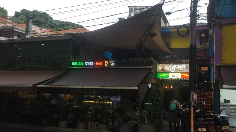 vendo restaurante bar pizzeria  (traspaso )