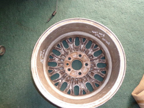 vendo rin de volvo 960, año 1995, # 15 de aluminio, 5 huecos