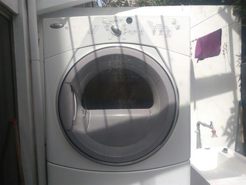 vendo secadora, whirlpool carga frontal ,color blanco a gas