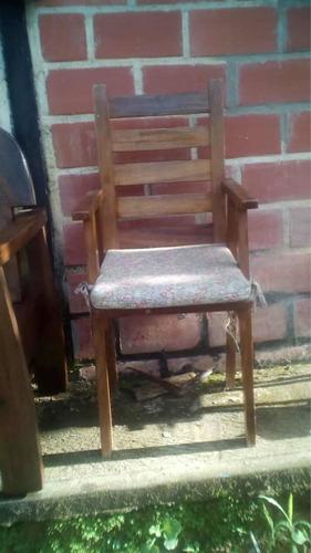 vendo sillas de madera una para niño y una butaca