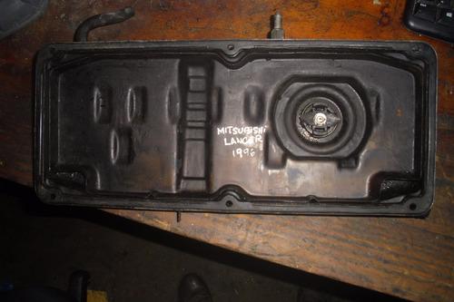 vendo tapa valvula de motor de mitsubishi lancer, año 1996