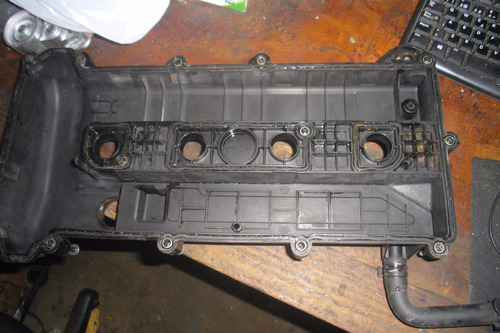 vendo tapa valvula motor  de mazda 6  año 2005