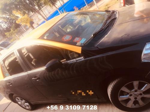 vendo taxi nissan tida con cupo