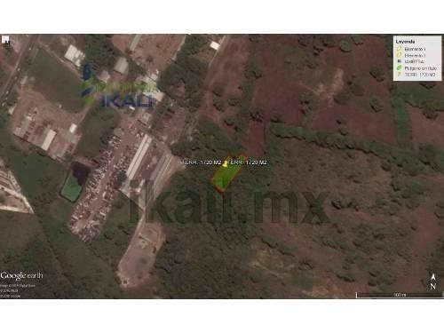 vendo terreno 1720 m² en colonia la victoria km 47, se encuentra ubicado en la carretera poza rica - cazones en el km 47, cuenta con 1720 m², son 46.50 m de frente por 30 m de fondo, los servicios se