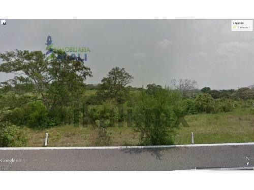 vendo terreno 2 has. sobre libramiento portuario tuxpan veracruz zona industrial. terreno de 20,000 m² se encuentra ubicado en la zona industrial del puerto de tuxpan, en el entronque con el libramie