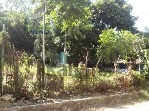 vendo terreno 243.85 m² colonia anáhuac tuxpan veracruz, se encuentra ubicado en la calle prolongación crispin bautista lote # 26, cuenta con 22.30 m de frente por 10 m de fondo, además de contar con