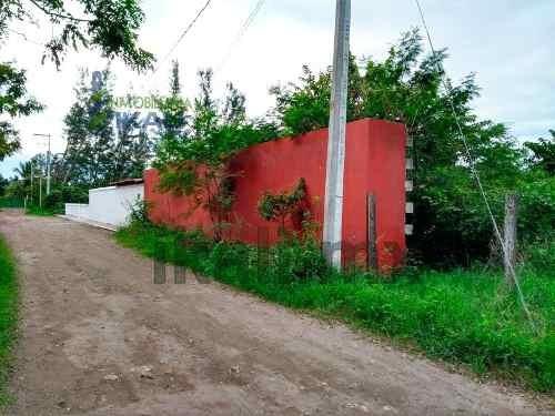 vendo terreno 3000 m² en tecolutla veracruz, excelente terreno con relleno ubicado en el playon, en la comunidad de casitas municipio de tecolutla, cuenta con 3000 m², son 30 m de frente por 78.5 m d