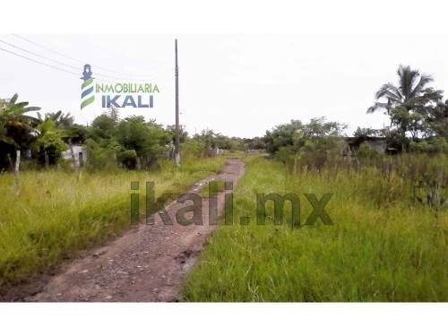 vendo terreno 391 m² colonia independencia tamiahua veracruz, se encuentra ubicado en la calle sin nombre, cuenta con 391 m² son 20 m de frente por 19.30 m de fondo, la zona cuenta con los servicios