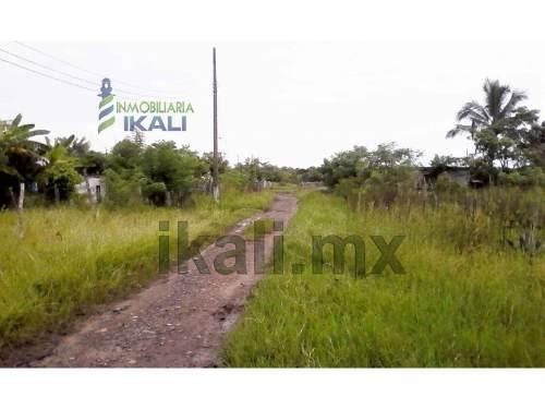 vendo terreno 400 m² colonia independencia tamiahua veracruz, se encuentra ubicado en la calle sin nombre, cuenta con 400 m² son 20 m. de frente por 20 m. de fondo, la zona cuenta con los servicios p