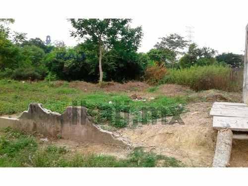 vendo terreno 640 m² col. manlio fabio de tuxpan veracruz, se encuentra ubicado en la calle zacatecas a un costado del campo de fútbol, cuenta con 34 m. de frente al campo, 20 m. de fondo, el tipo de