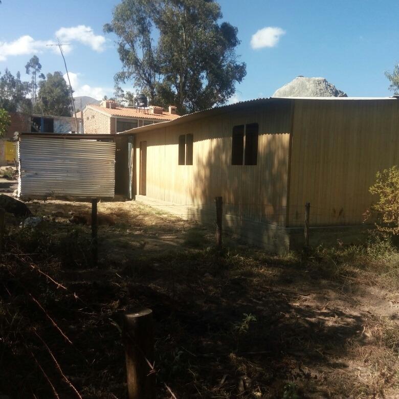 vendo terreno con casa prefabricada