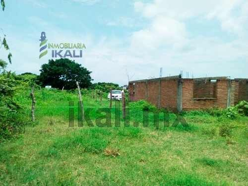 vendo terreno de 228 m² col. naranjal de tuxpan veracruz, se encuentra ubicado en la calle 8 de la colonia naranjal, cuenta con 228 m² son 12 m. de frente por 19 m. de fondo, los servicios públicos s