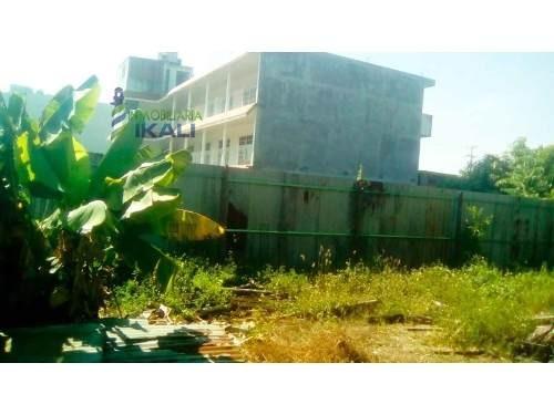 vendo terreno de 315 m² en colonia floresta de poza rica ver,  se encuentra ubicado sobre la avenida puebla # 505 cuenta con 315 m² son 15 m. de frente a la calle y 21 m. de fondo, la zona cuenta con
