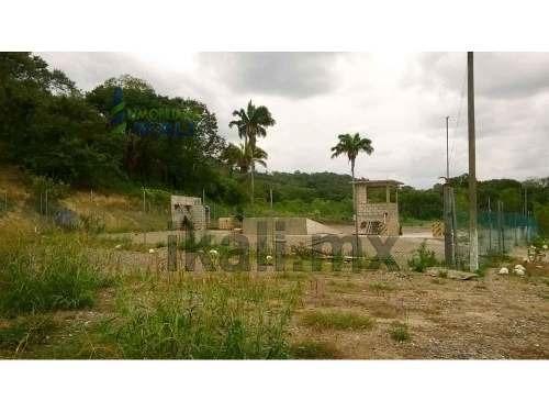 vendo terreno de 8000 m² en colonia la victoria km 47, se encuentra ubicado en la carretera poza rica - cazones en el km 47, cuenta con 8000 m², son 140 m de frente por 57 m de fondo, los servicios s