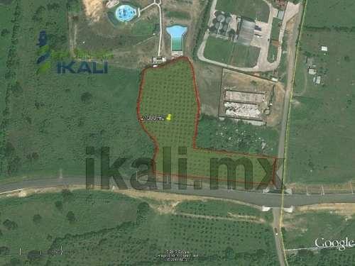 vendo terreno en tuxpan veracruz, 21,000 m². terreno de 21000 m², se encuentra ubicado en la carretera a cazones por los kilómetros, en el entronque con el libramiento portuario que lleva a la zona i