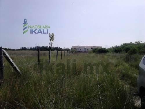 vendo terreno frente a laguna de tampamachoco tuxpan veracruz 4.2 hectáreas con 53.43 metros frente a la laguna y con 490.96 metros aproximadamente de fondo a un costado de la colonia petrolera por e