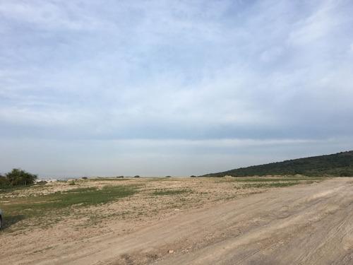 vendo terreno plano  área aeropuerto qro  $480.00 m2