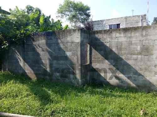 vendo terreno tuxpan de rodríguez cano ver de 689 m² se encuentra ubicado en la calle independencia de la colonia joaquín hernández galicia, cuenta con una construcción en obra negra de 3 recamaras d