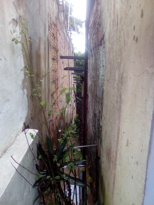 vendo uma casa de sapê com quintal,na rua principal