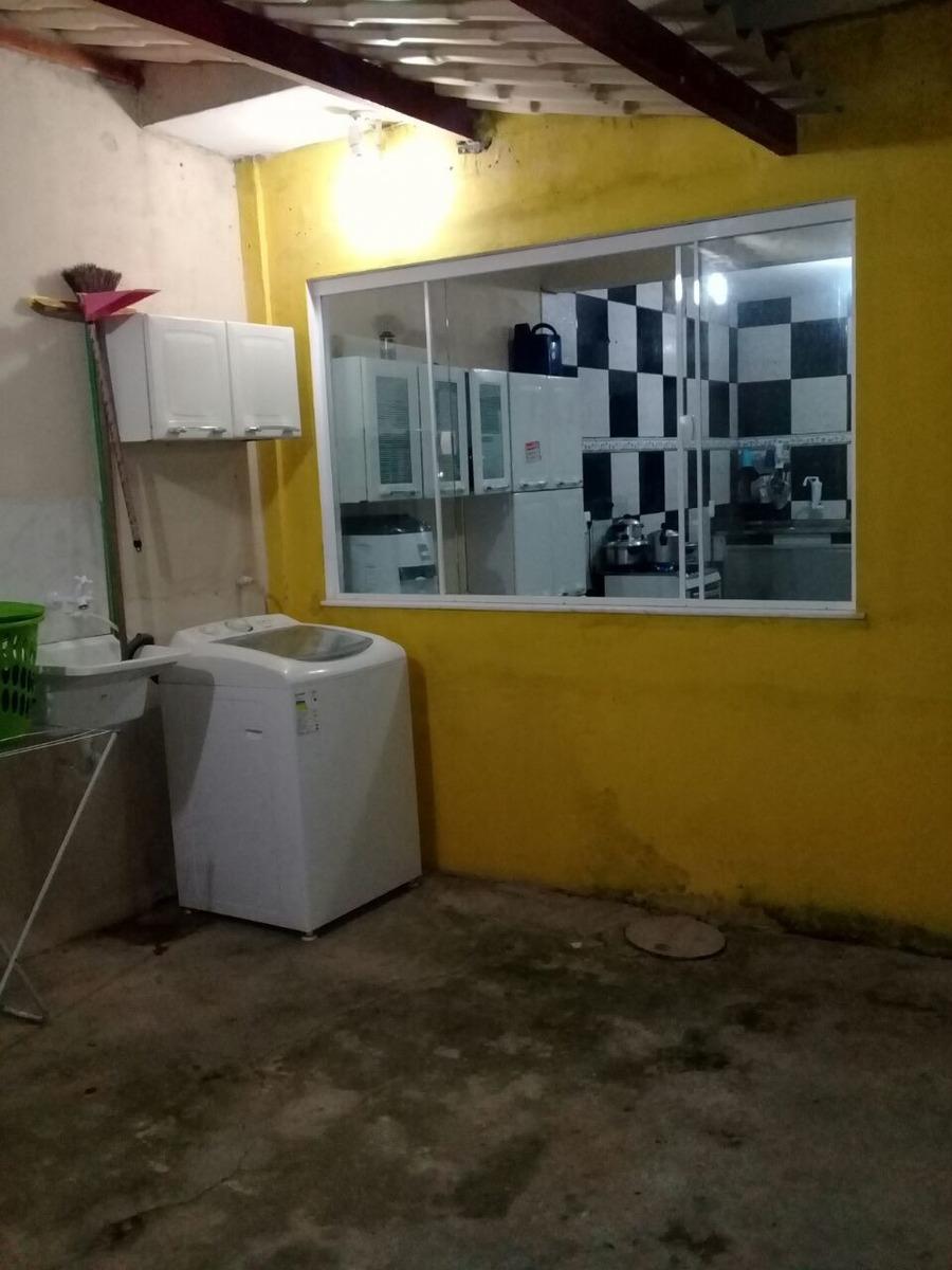 vendo uma ótima casa 3 quartos sala cozinha banheiro dois an