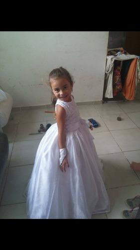 vendo vestido de daminha de honra ,tamanho 4 a 5 anos .