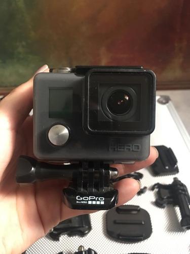 vendo video camara go pro hero con accesorios variados