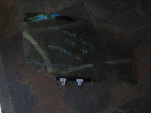 vendo vidrio delantero derecho de nissan b15, año  2005