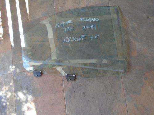 vendo vidrio trasero derecho  de chrysler stratus, año 1995