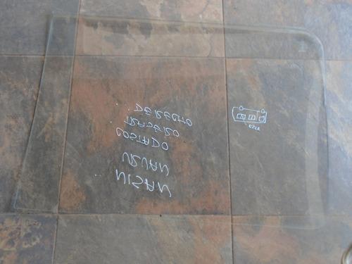 vendo vidrio trasero derecho de nissan urvan año 1995