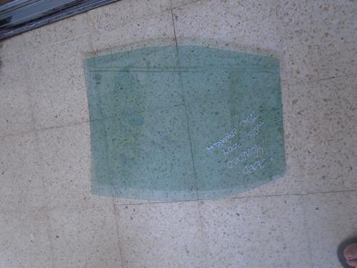 vendo vidrio trasero izquierdo de ford mondeo año 2004