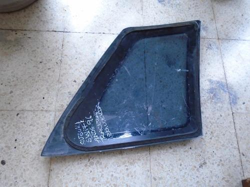 vendo vidrio trasero izquierdo de suzuki swift, año 1996