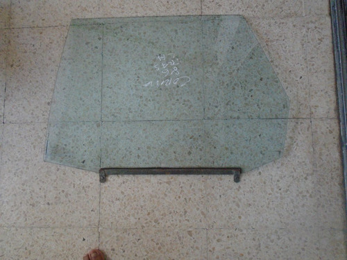 vendo vidrio trasero izquierdo de toyota corona , año 1986