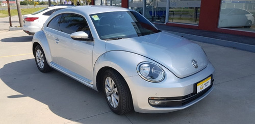 vendo volkswagen the beetle año 2014.